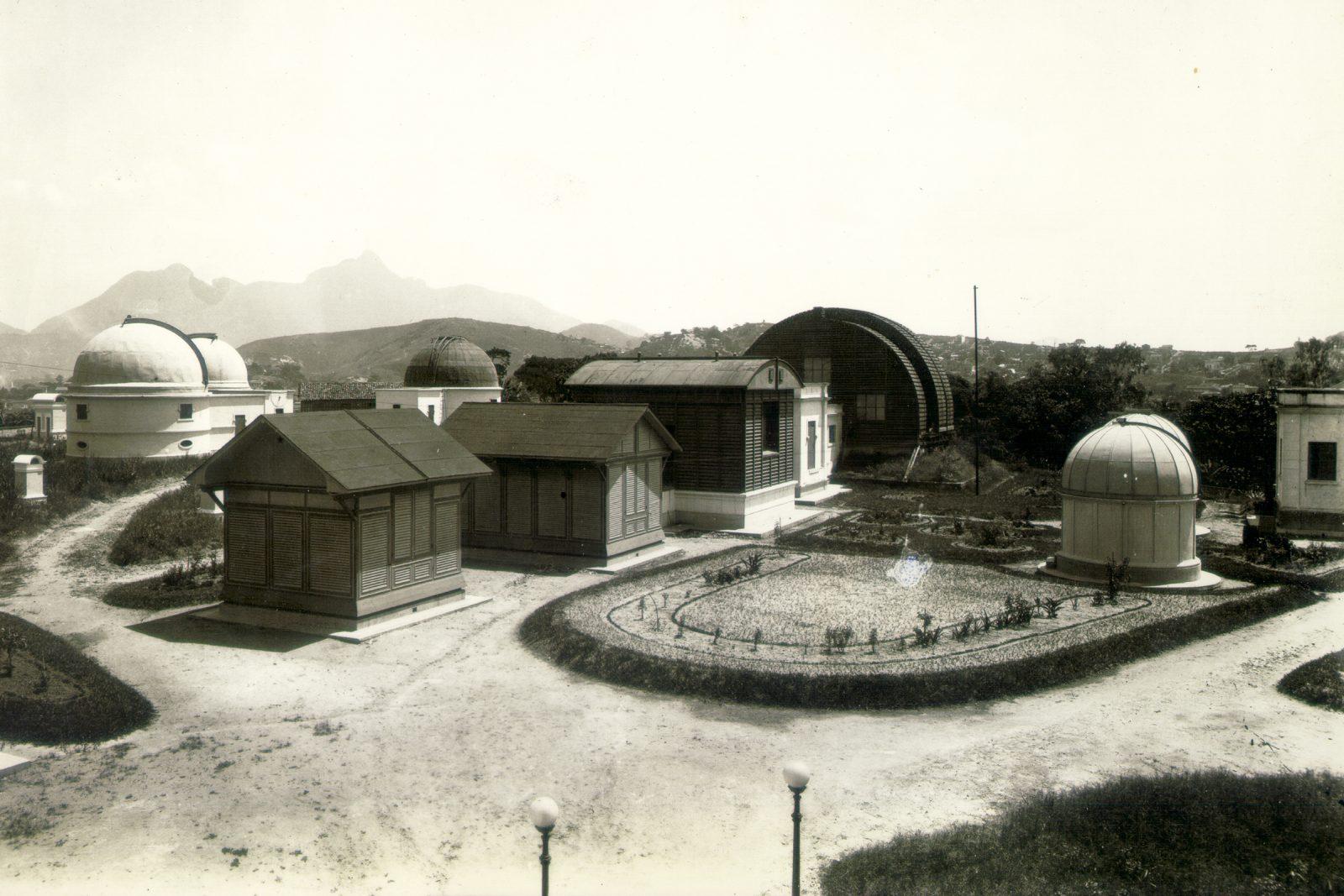 fotografia antiga das cúpulas de observação